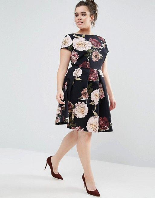 cbab152d6a Vestido de neopreno a media pierna con estampado floral de Closet ...