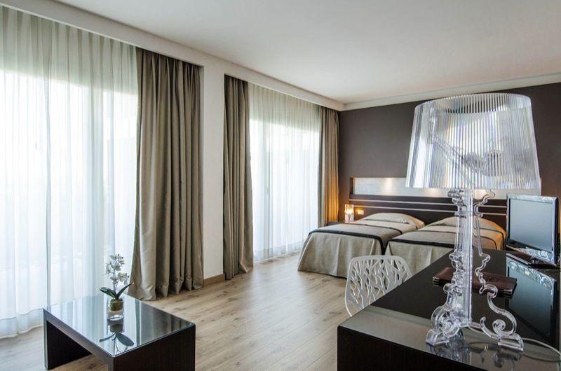 Abbiamo scelto di illuminare la bellissima e moderna camera da letto con bourgie della kartell - Illuminare la camera da letto ...