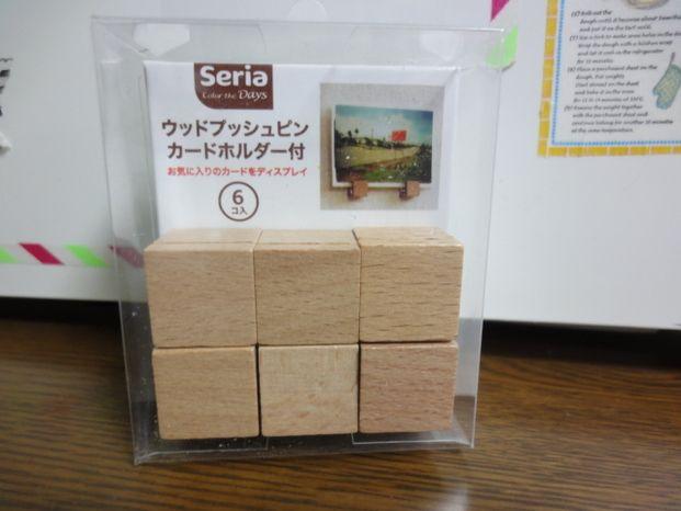 100円で大活躍 セリアの ウッドプッシュピン が色々使える セリア 100 円 カード ホルダー