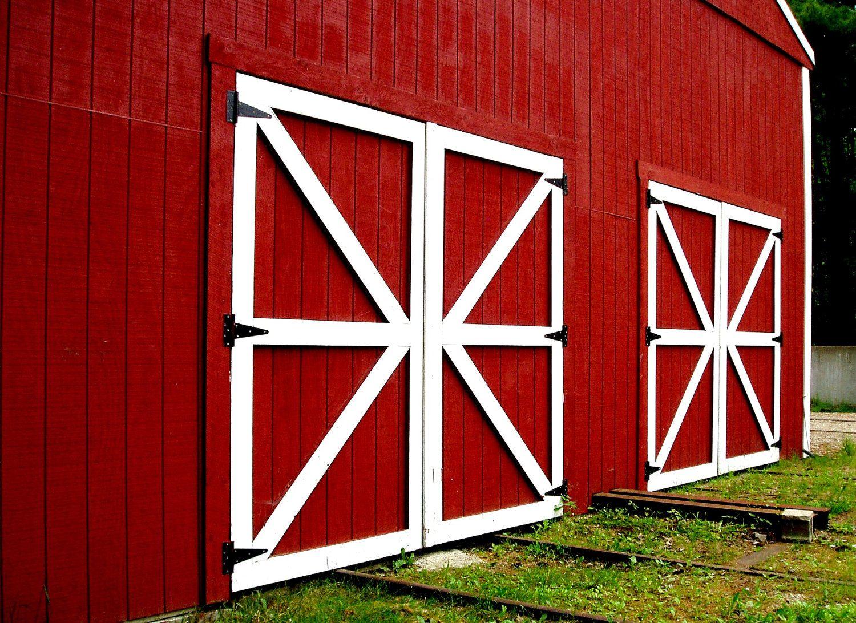 Rustic Decor Red Photography Barn Doors Photo 5x7 Signed Print Wall Art 12 00 Via Etsy Barn Door Decor Red Barn Door Barn Door