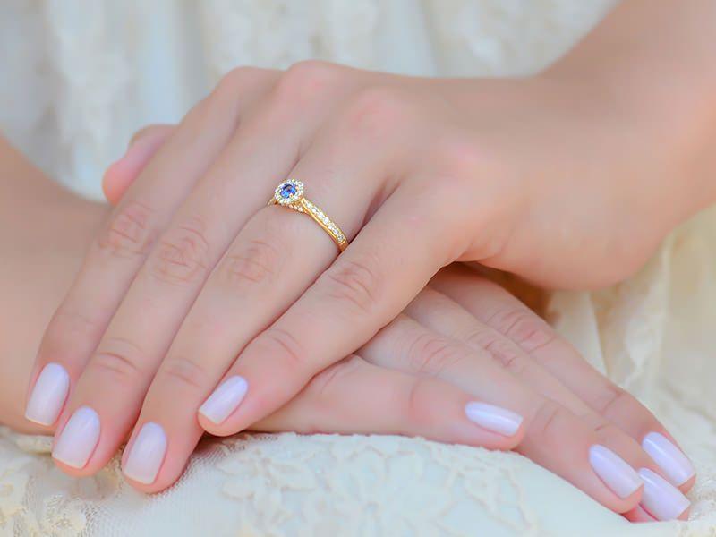 Por que um anel de noivado com safira tem que estar em seu radar  - Poésie dde3b7505b