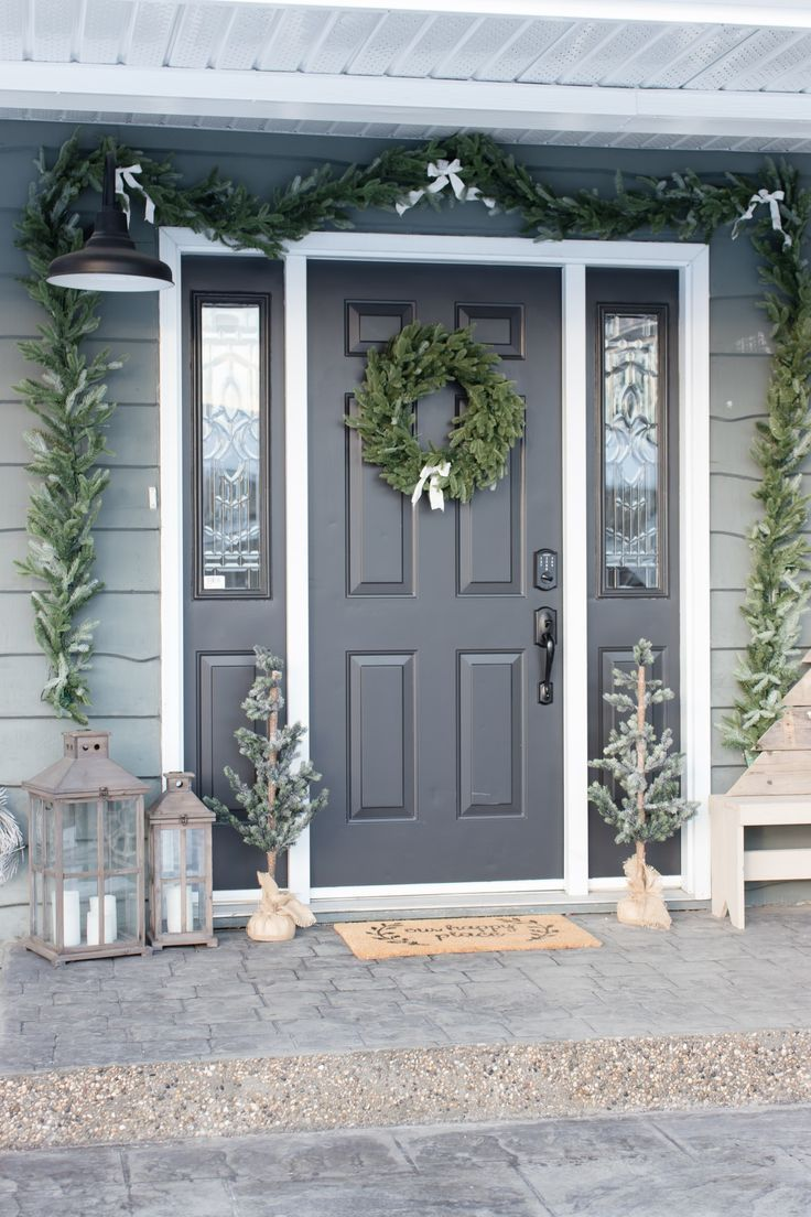 Cozy Farmhouse Christmas Porch #porchpaintideas