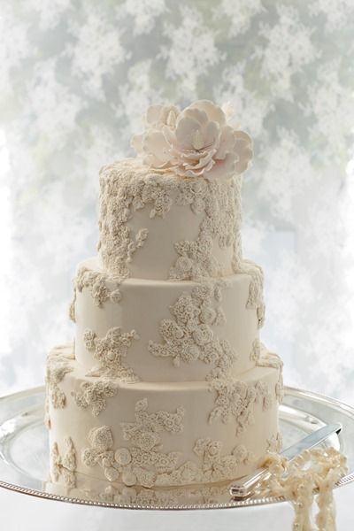Stunning Wedding Cakes With Exquisite Details Modwedding Rustic Wedding Cake Toppers White Wedding Cakes Wedding Cake Toppers