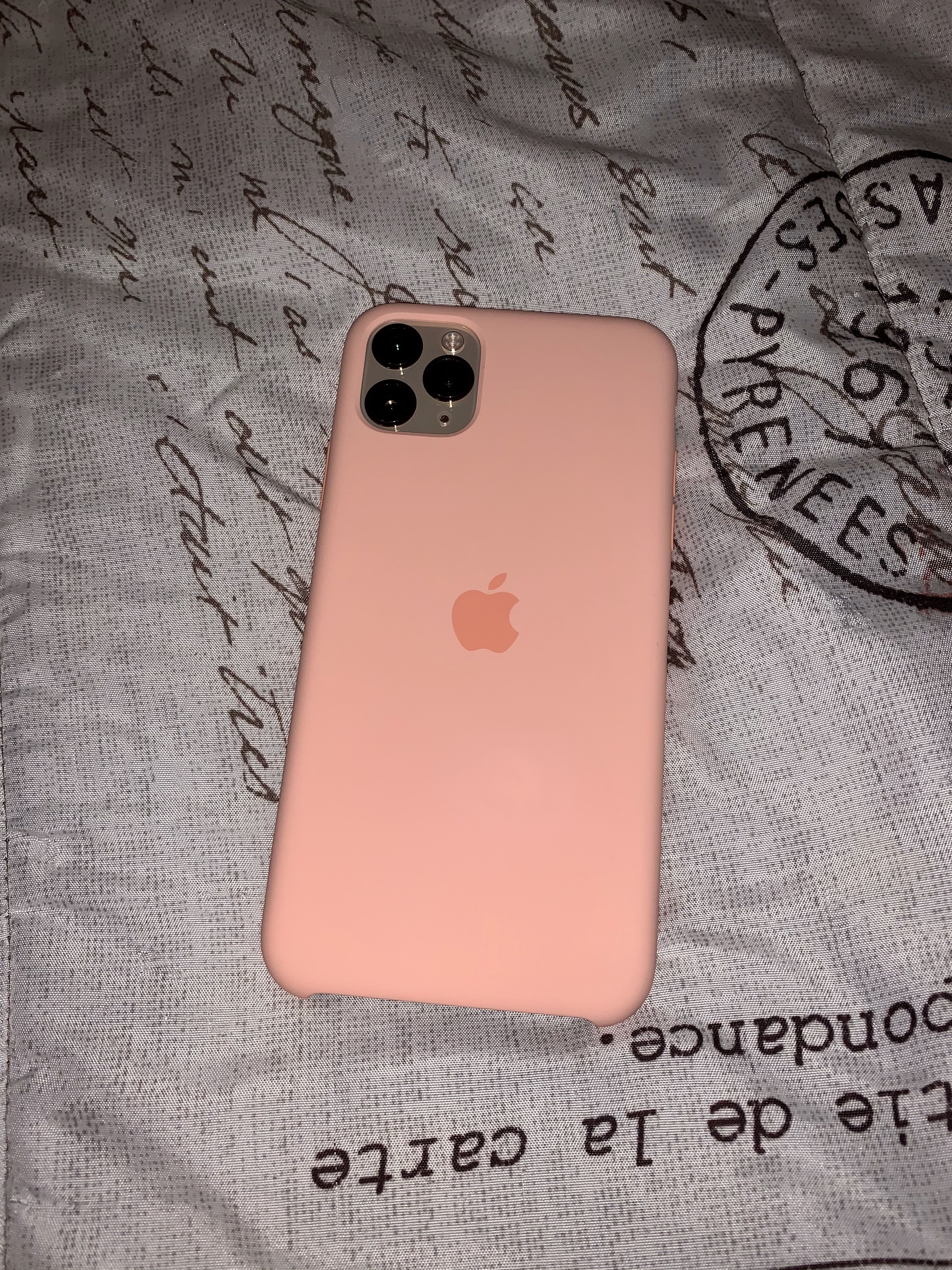 Apple Silicone Case In 2020 Girly Phone Cases Pretty Iphone Cases Silicone Phone Case
