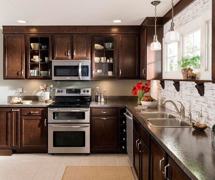 17 Best Ideas About Lowes Kitchen Cabinets 2017 On: Oak Kitchen Cabinets Paired With The Rich, Deep Beauty Of