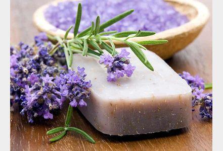 savon a huile d'amande douce et lavande (melt & pour + huile amande douce + HE lavande + vit E)