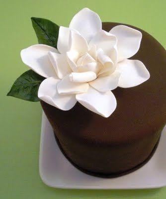A gardenia cupcake. Love it.