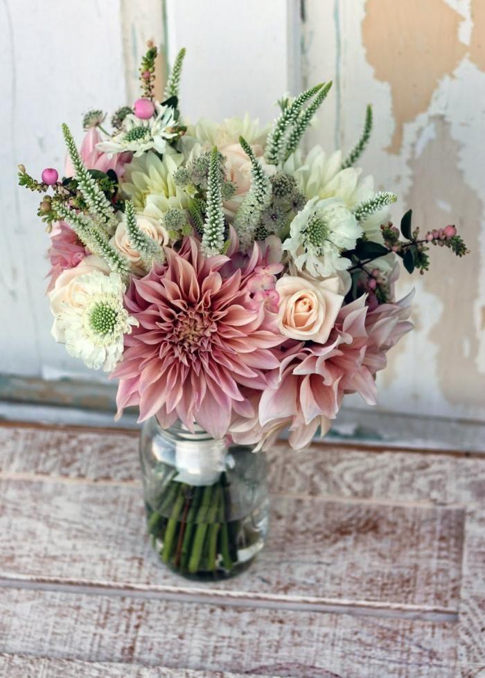 fleurs mariage 55 id es d co de table et bouquet de mari e tables couleur bourgogne et dahlias. Black Bedroom Furniture Sets. Home Design Ideas