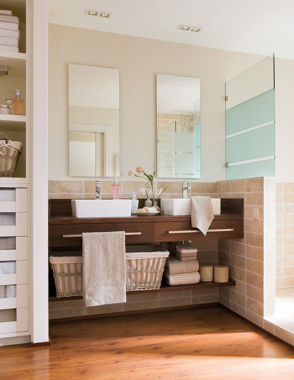 Ideas para tener m s espacio en el ba o for Cocinas y banos pequenos