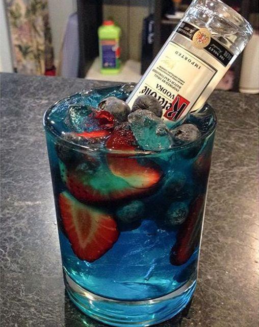 Вот для чего эти бутылочки! Водка, Виски, Рецепт, Коктейль, Клубничка, красивое, ягода, фрукты, длиннопост