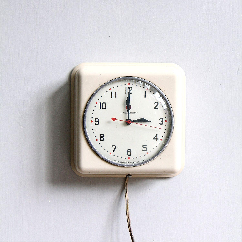 Vintage Modern Kitchen Clock