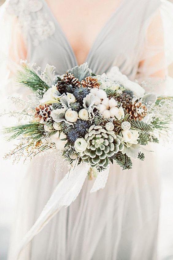 21 Stunning Wedding Bouquets For Winter Brides