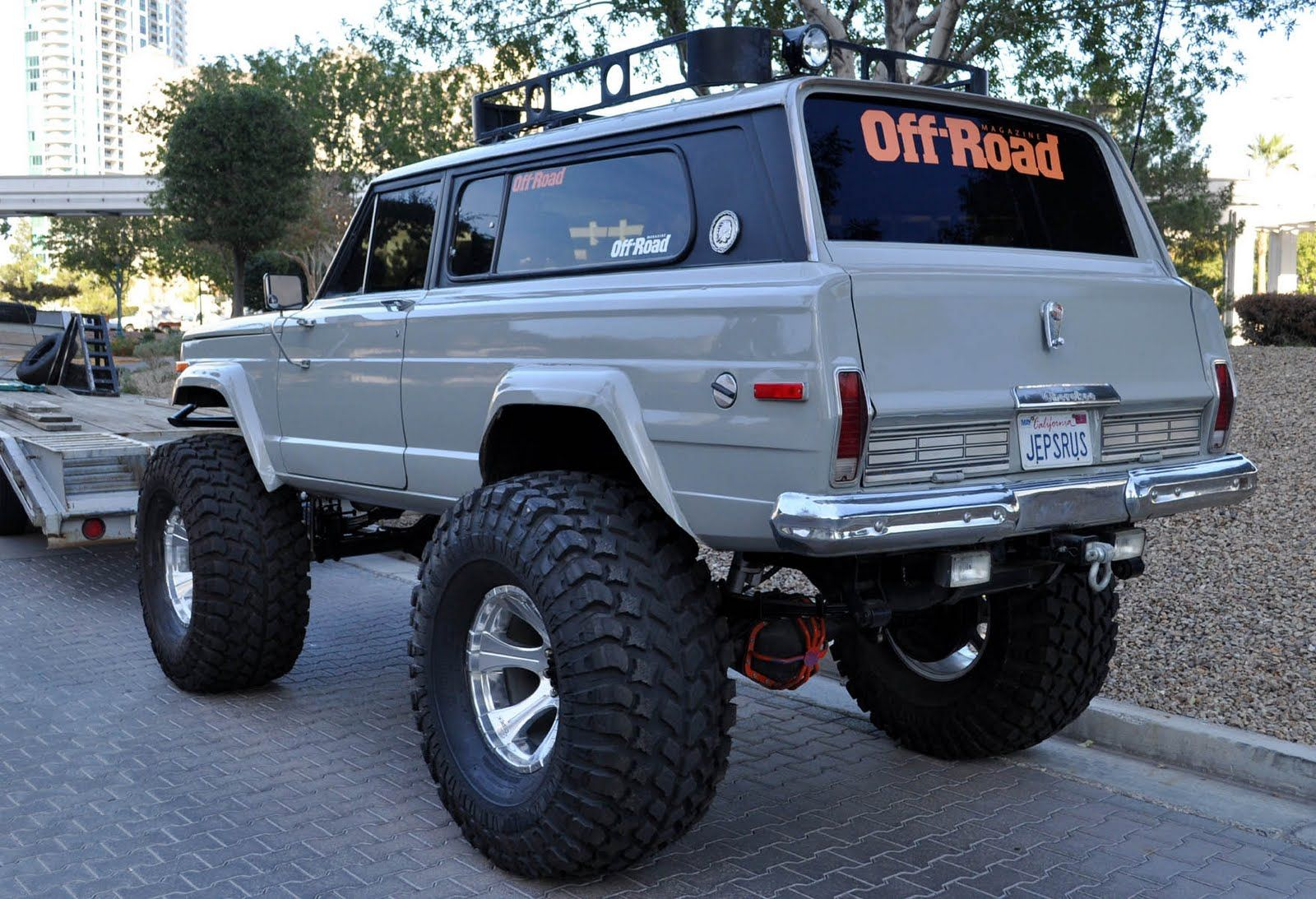 not the common offroading jeeps looks like 1969 1970 cherokee cool cars pinterest jeeps. Black Bedroom Furniture Sets. Home Design Ideas