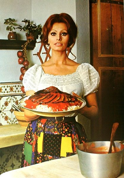 In Cucina con Amore by Sophia Loren, her cookbook from 1971   Women ...