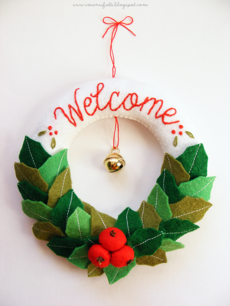 DIY Felt Christmas Wreath Tutorial and FREE Templates | Products I ...