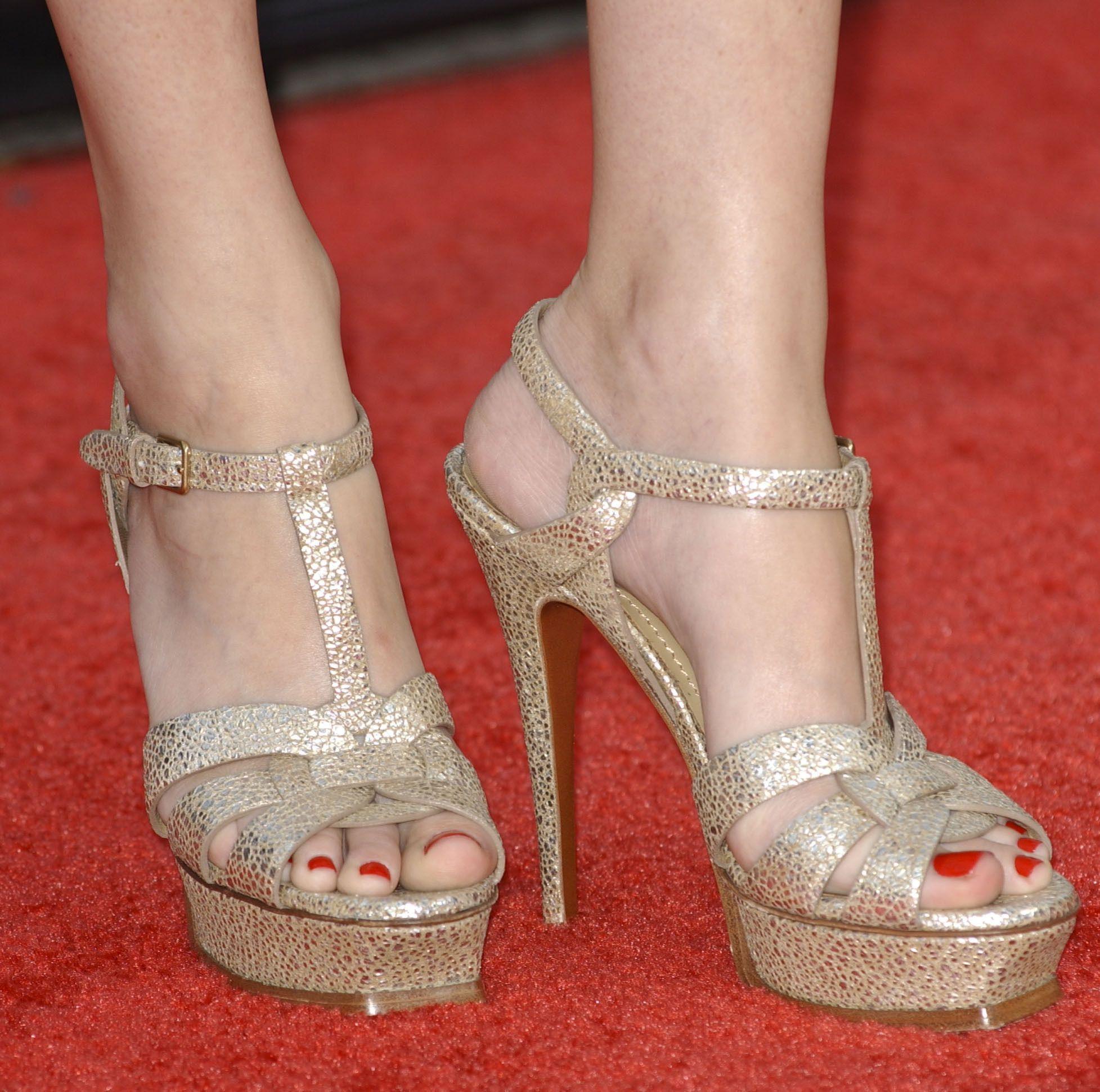 Elizabeth Banks Feet 1026545 Jpg Heels Town Shoes Elizabeth Banks