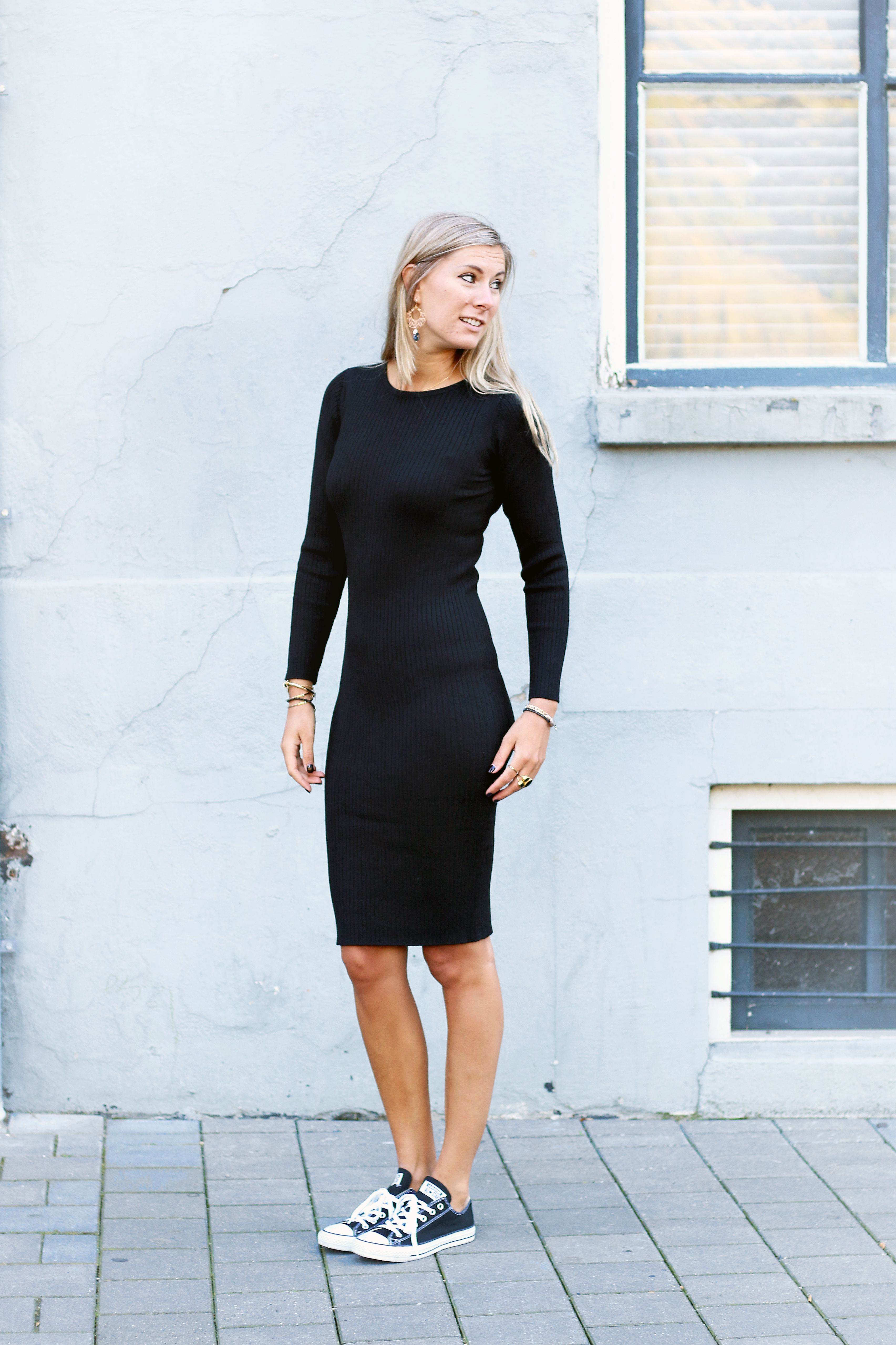 Classic black dress with sneakers, chuck taylors with dress, how to wear  black, LBD ideas, cute summer outfits