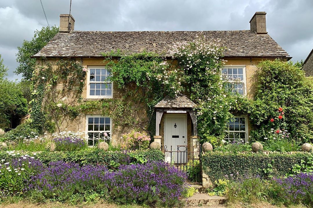 The Cotswolds On Camera On Instagram Another Beautiful Cotswold Cottage With The Flowers In The Front Gard Cotswolds Cottage Cotswold House Cottage Exterior