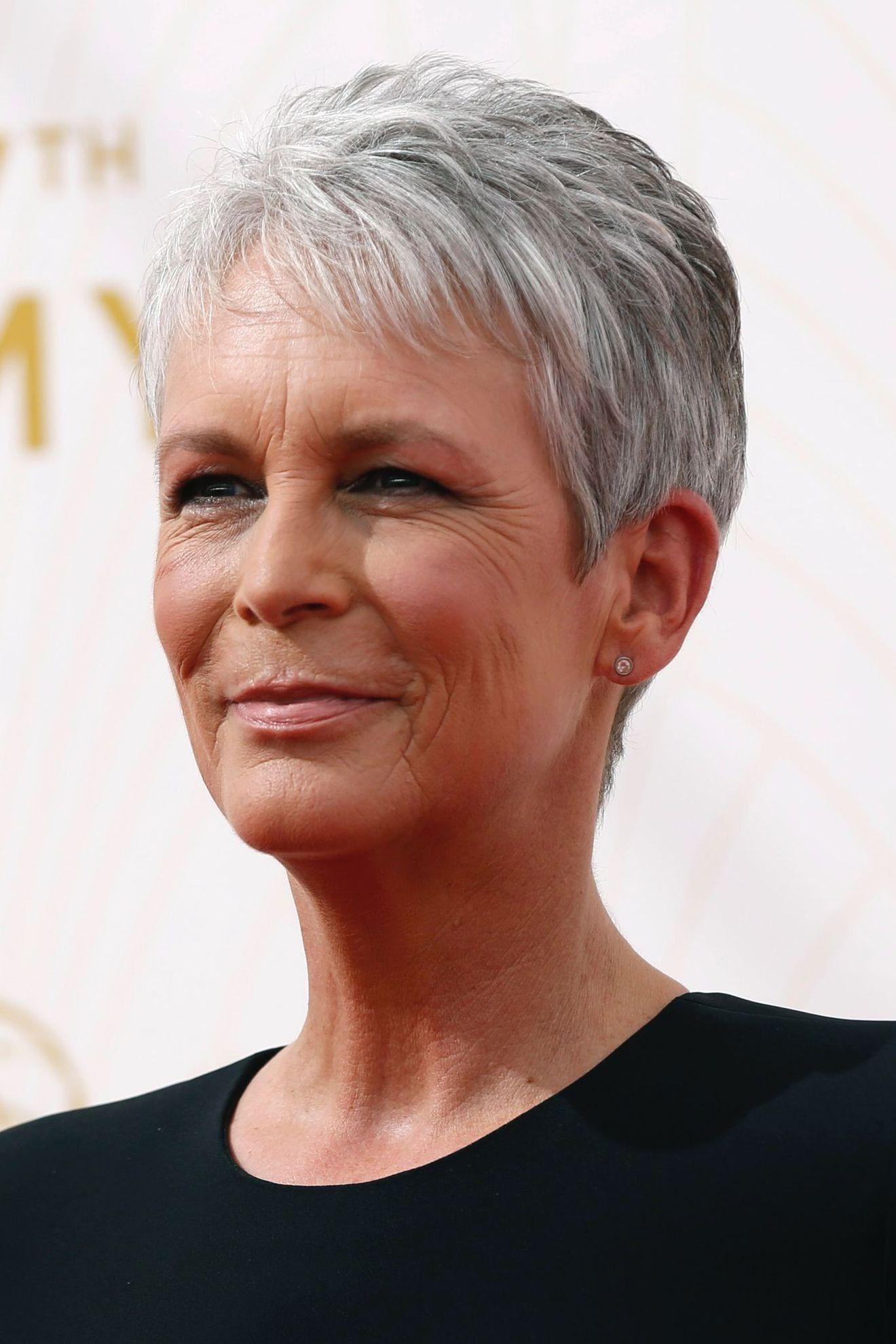 coupe cheveux courte gris femme 55 ans Short pixie in