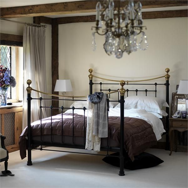 bedroom design with vintage metal bed frames - Vintage Iron Bed Frames