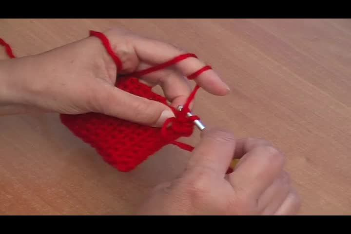 Chucks h keln erdbeerm tze basteln crochet diy for kids und baby - Fruhlingsdeko selber basteln ...