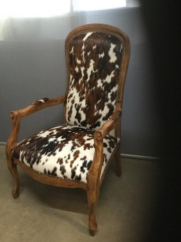 recouverture d 39 un fauteuil voltaire atelier bacchetta. Black Bedroom Furniture Sets. Home Design Ideas
