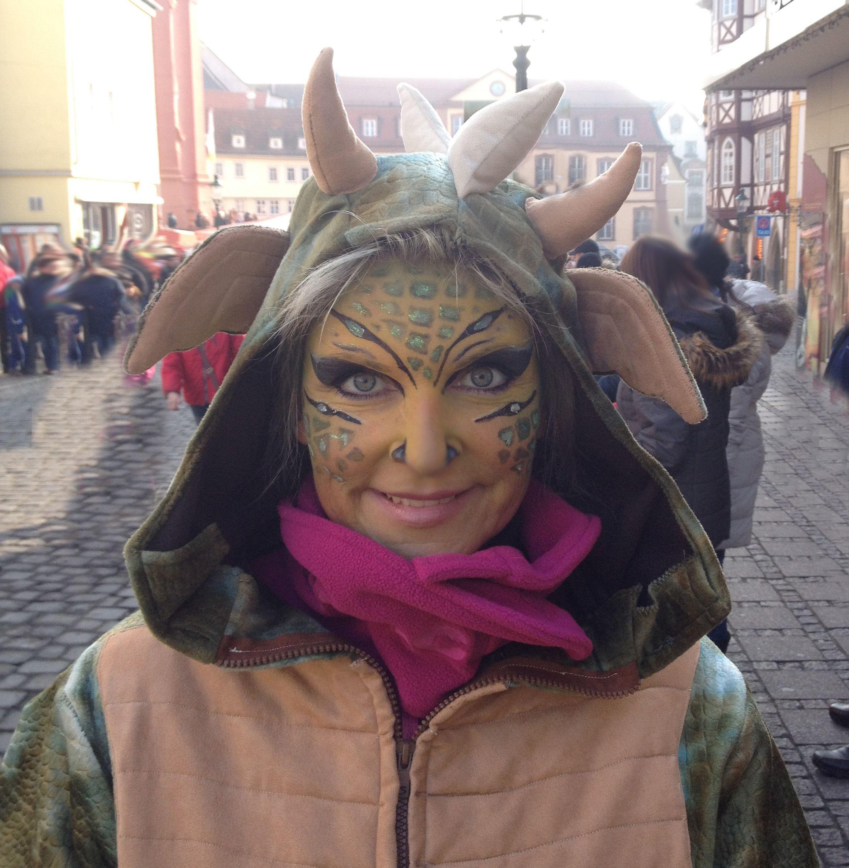 Fasching Gesicht schminken Drache Drachengesicht schminken