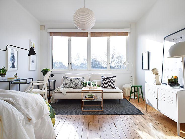 Beaucoup de blanc pour agrandir une petite pièce ou un studio. Évidemment, choisir un canapé convertible (par exemple sur http://kea-canapes-convertibles.fr), et avec un vrai matelas (en Bultex c'est idéal si usage quotidien):