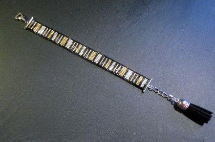 Bracelet manchette Simple but Chic ! Réalisé en perles Miyuki et 100% hand made ! http://www.alittlemarket.com/boutique/thedreamfactory-88952.html