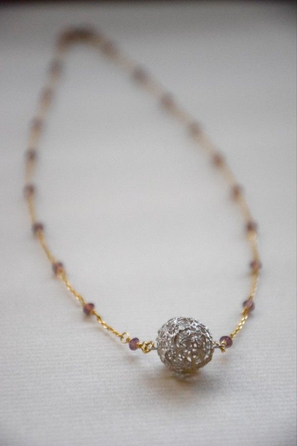 Humière C'est ヒュミエール花ちいえですありがとうございます♪このネックレスは、まあるくコロンとして、自分の宇宙を胸元で広...|ハンドメイド、手作り、手仕事品の通販・販売・購入ならCreema。