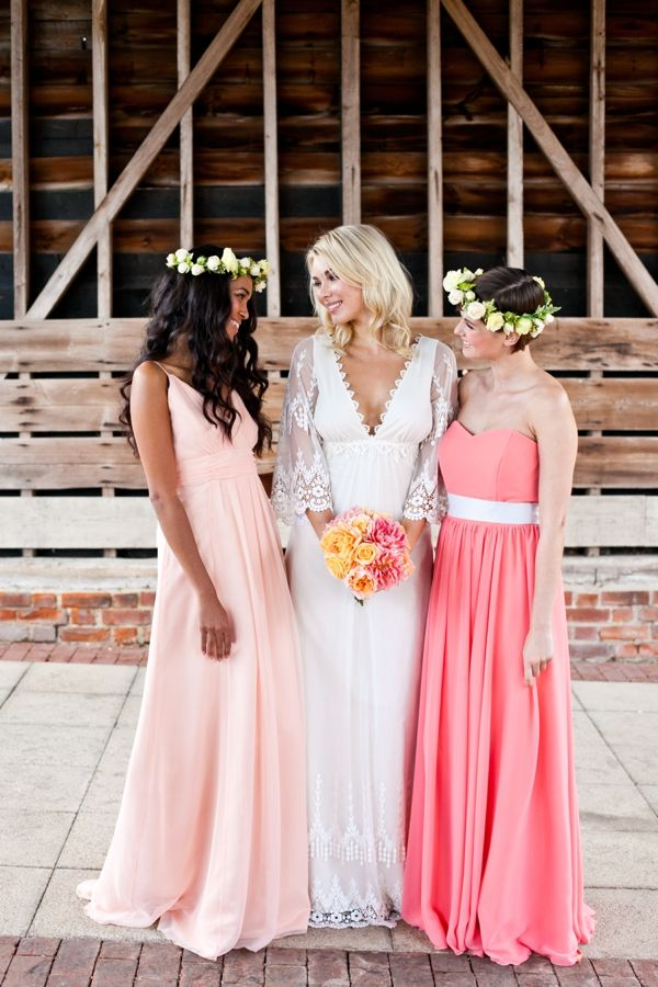 Vintage Peach Wedding Ideas From the UK | Boda, Damas y Damitas de honor
