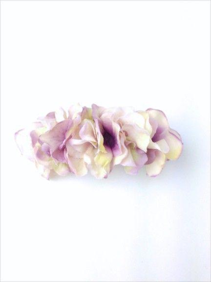アジサイの花びらを敷き詰めたバレッタ。 いつものまとめ髪がフェアリーチックに☆バレッタ金具:8cm購入の際の注意点☆ハンドメイド品ですので少々の色の濃淡、個体...|ハンドメイド、手作り、手仕事品の通販・販売・購入ならCreema。