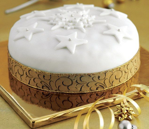 Simple Cake Decoration For Christmas : 28 Delightful Cake Ideas You Must Try This Christmas ...