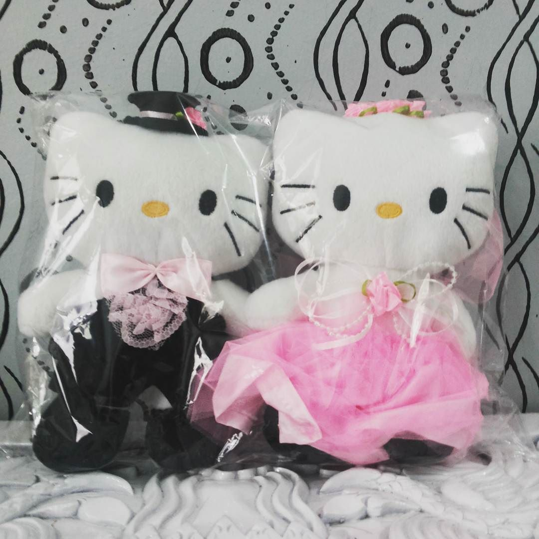 Hello Kitty Couple Pink Dress Buat Dekorasi Kamar Pengantin Atau