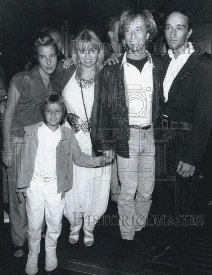 Melisa Rj Dwina Robin And Spencer Andy Gibb Robin Bee Gees