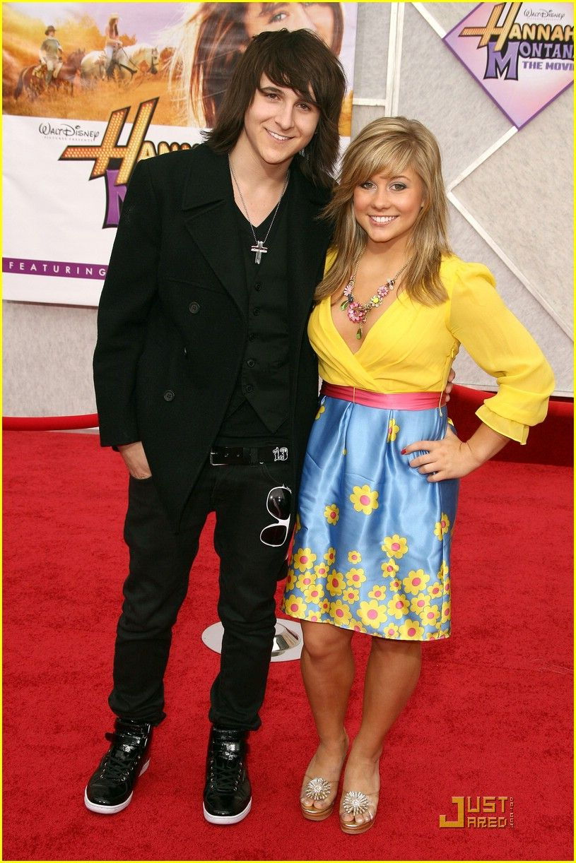 Is Emily Osment dating Mitchel Musso 2013