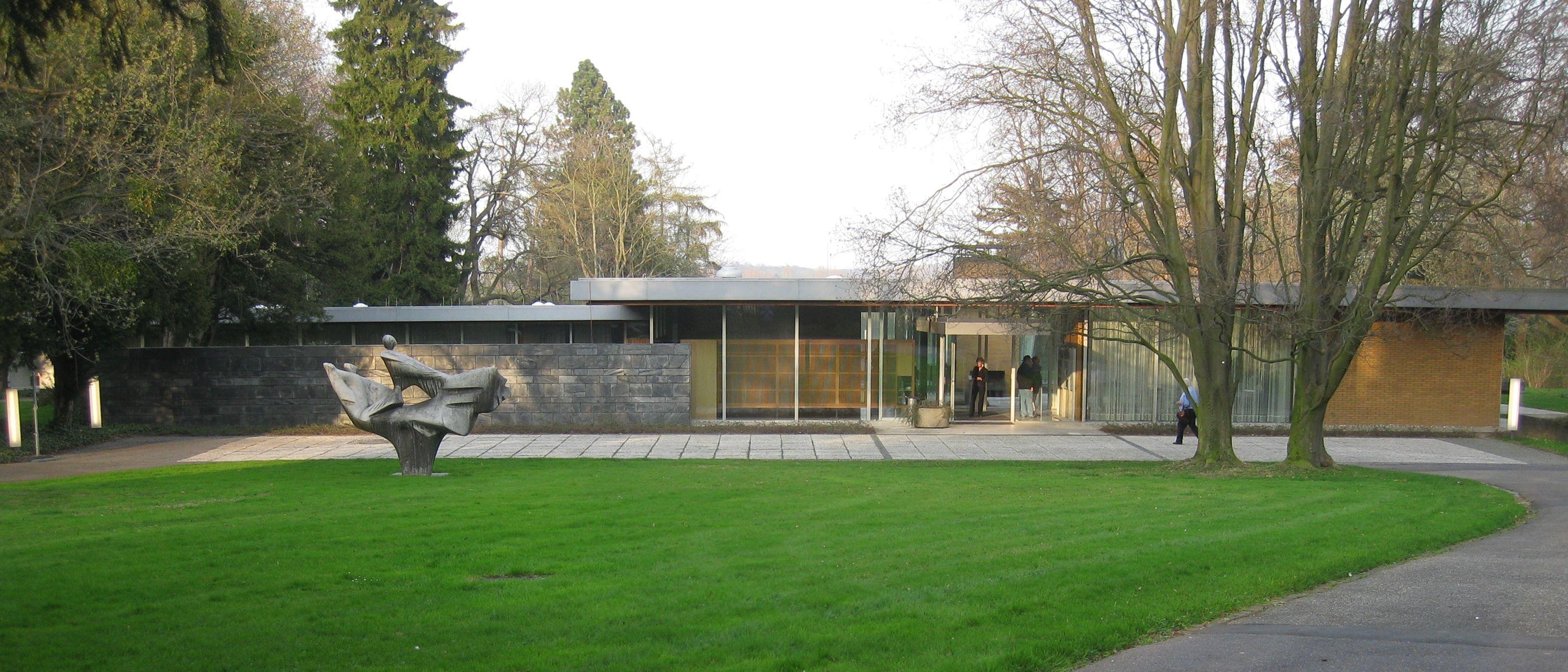 2012 03 27 Bonn Kanzlerbungalow Jpg 3264 1400 Mid Century Modern Exterior Modern Exterior Bonn