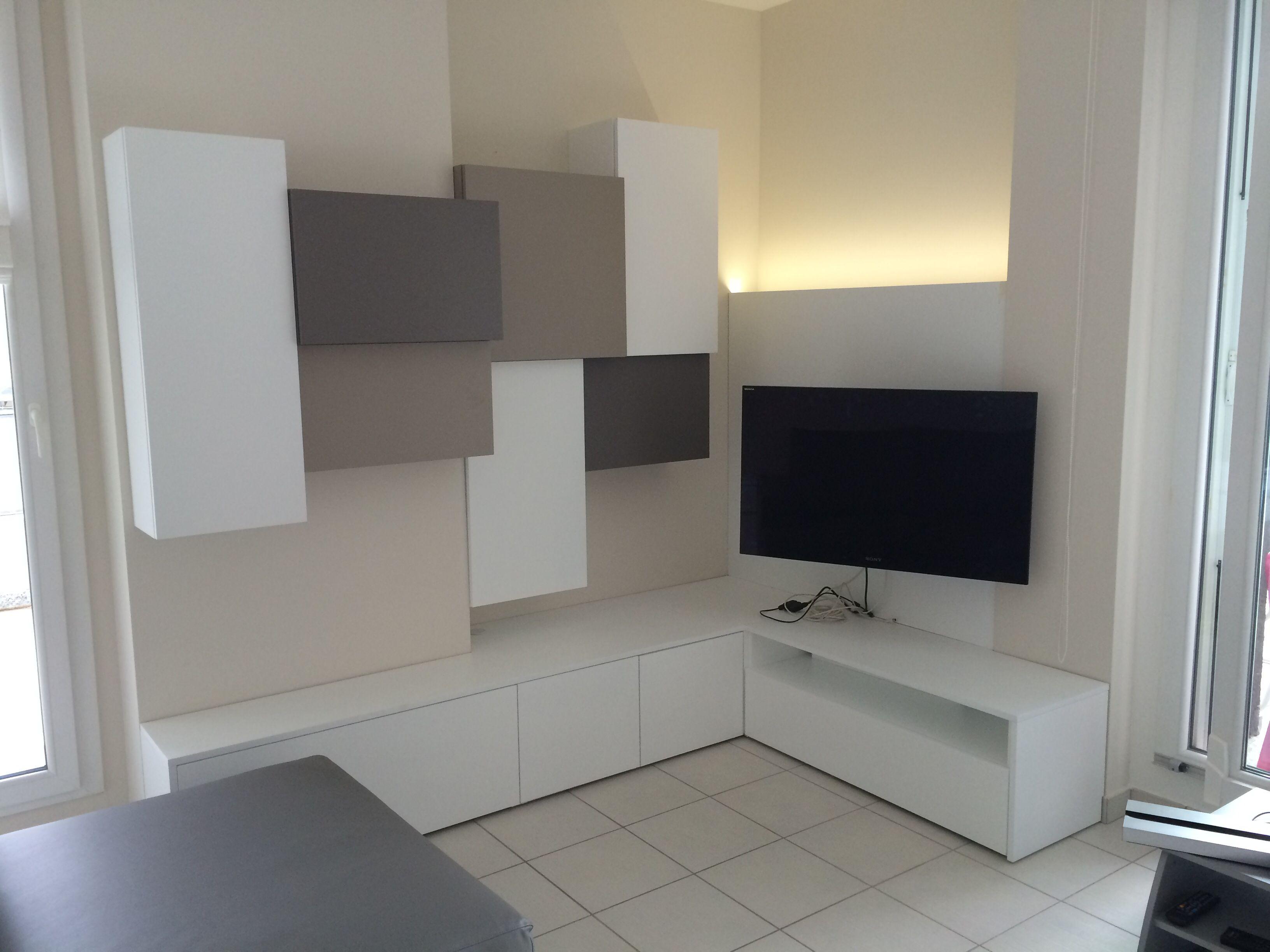 Photo of Soggiorno laccato realizzato su progetto design