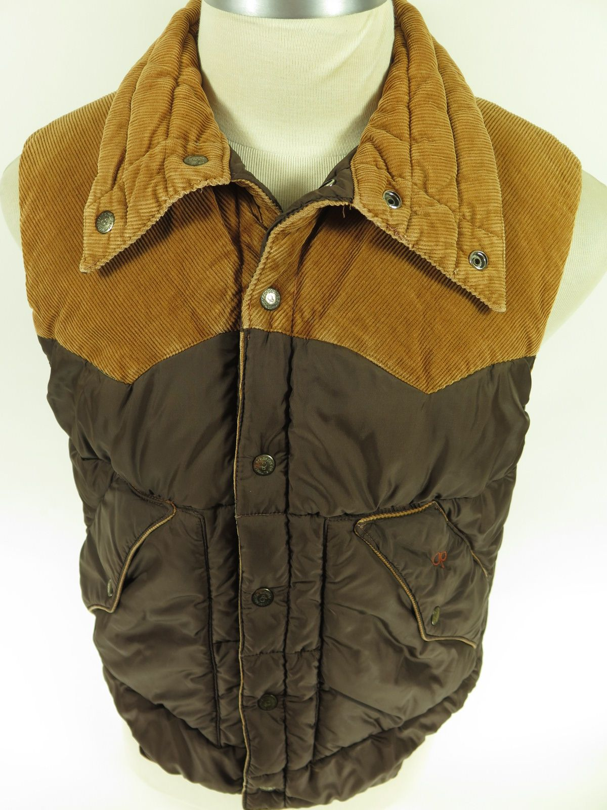 Op Ocean Pacific Puffy Puffer Style Winter Vest With Corduroy Western Accents Find More Like It At The Clothing Vault Clothes Vintage Outfits Mens Tops [ 1600 x 1200 Pixel ]