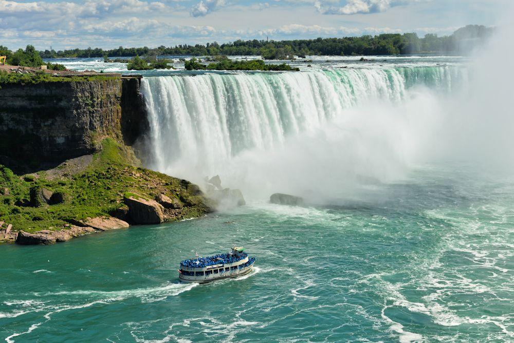 Niagara falls and its surroundings 09