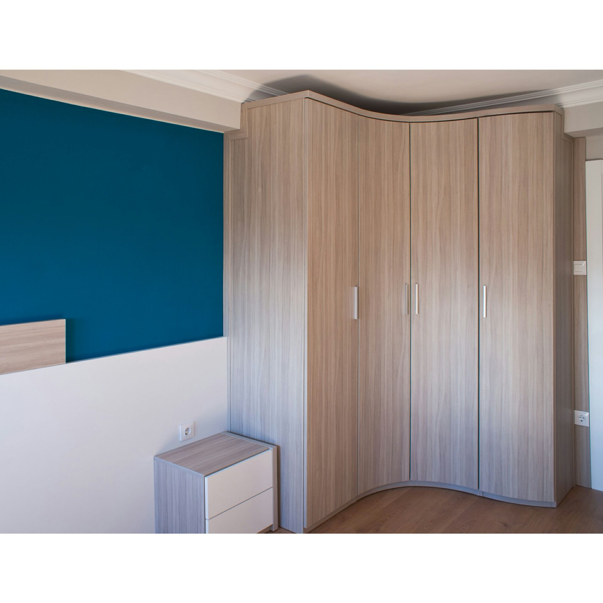 Dormitorio de matrimonio moderno de dise o a medida web for Muebles de oficina zaragoza