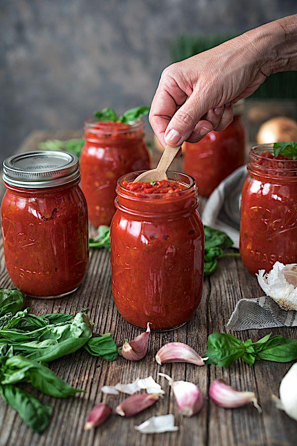 Ma sauce tomate maison préférée. Sauce de tomate marinara.