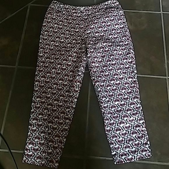 Talbots Ankle Pants Size 14 Adorable butterfly ankle pants from Talbots. Perfect for Spring and Summer. Talbots Pants Ankle & Cropped