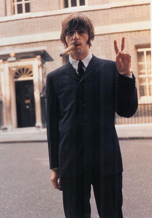 November 1965  Ringo goes all Churchillian in a Downing Street