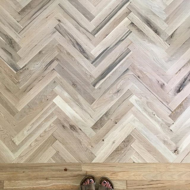 Loving This Accent Pattern In The Middle Of A Living Room We Are Finishing Up Fixerupper Joanna Gaines Decor Fixer Upper Modern Rustic Living Room