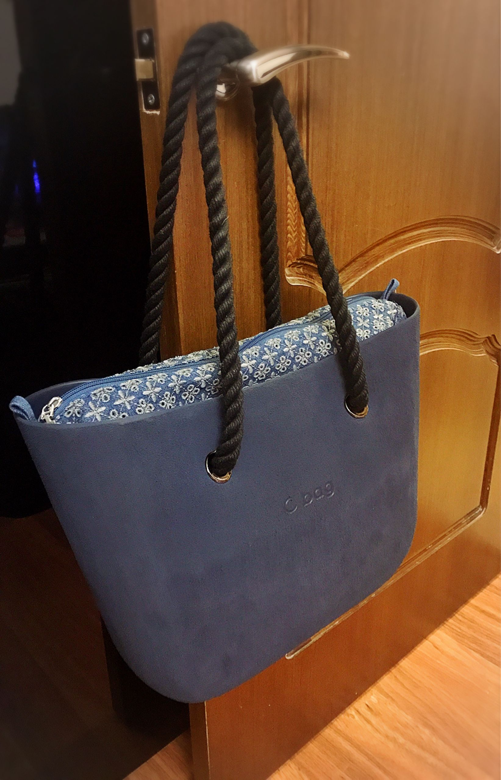 O bag brush blu navy & sacca interna sangallo su denim grigio | O ...