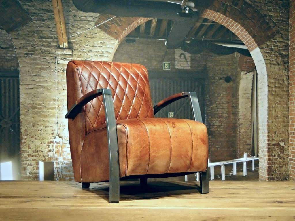 Industriele fauteuil gemaakt van 100 handgewassen ongecorrigeerd buffelleer elke fauteuil is - Zeer comfortabele fauteuil ...