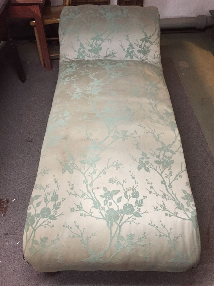 Antique Victorian Fainting Couch In Lancaster Pa