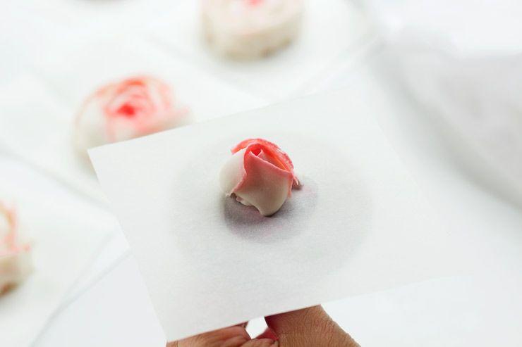 How to Make Buttercream Ranunculus | The Bearfoot Baker Buttercream Frosting | Buttercream Flowers | Buttercream Ranunculus | Cupcakes | Cake | The Bearfoot Baker