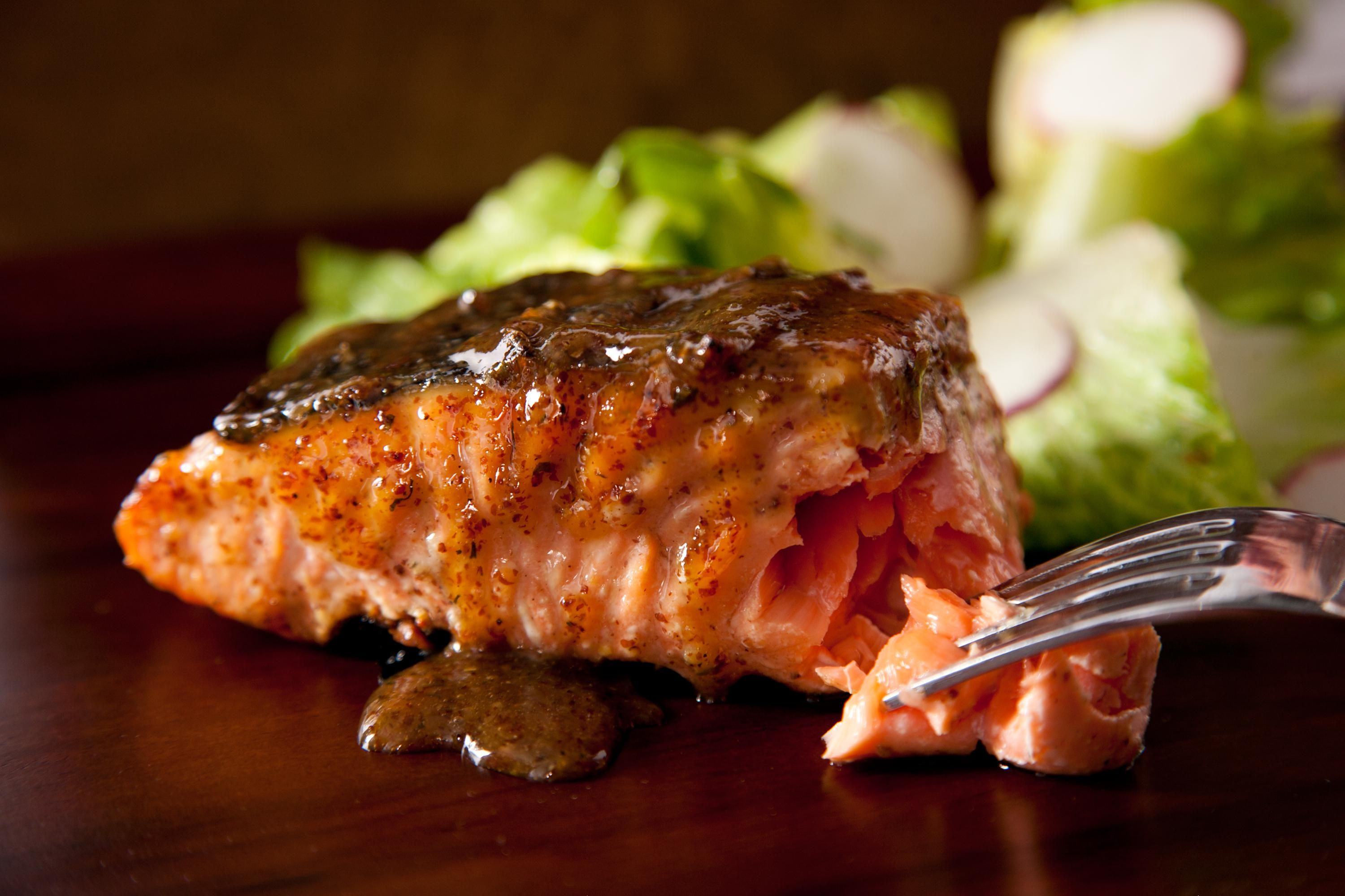This grilled salmon recipe is a quick and easy way to cook salmon on the grill. Grilling is not only an easy way to cook salmon, it's also the healthiest.
